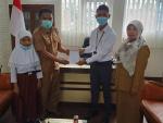 Penyerahan beasiswa berprestasi dr Bank Nagari Syariah kpd 5 org siswa.jpeg